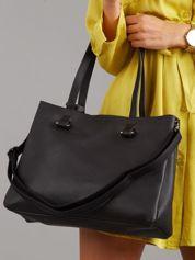 Czarna torebka miejska z pomponem