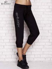 Czarne spodnie dresowe capri z napisem EXTORY