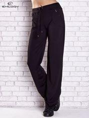 Czarne spodnie dresowe z kieszonką i haftem PLUS SIZE