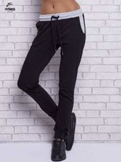 Czarne spodnie dresowe z szarymi wstawkami