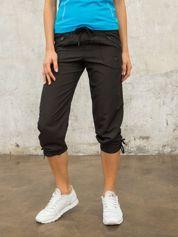 Czarne spodnie sportowe capri z wiązaniem
