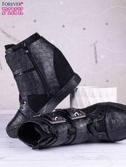 Czarne zamszowo-skórzane sneakersy zapinane na srebrne klamerki