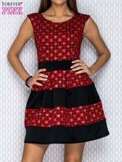 Czarno-czerwona sukienka z graficznymi motywami i brokatowymi groszkami