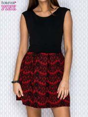 Czarno-czerwona sukienka z koronkowym motywem