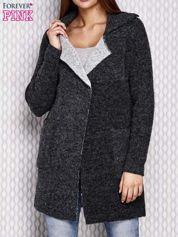 Czarny długi sweter z surowym wykończeniem