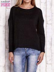 Czarny dzianinowy sweter z dłuższym tyłem