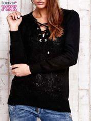 Czarny dzianinowy sweter z wiązaniem