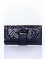 Czarny portfel z motywem skóry aligatora