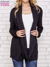 Czarny sweter kardigan z ażurowym przodem