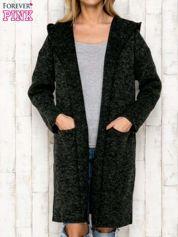 Czarny sweter oversize z melanżowej dzianiny