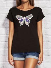 Czarny t-shirt z kolorowym motylem