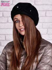 Czarny wełniany beret z błyszczącą aplikacją