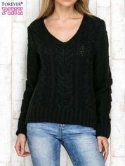 Czarny wełniany sweter z warkoczowymi splotami