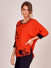 Czerwona bluzka w malarskie roślinne wzory