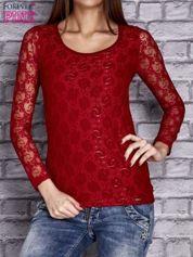 Czerwona bluzka z ażurowymi rękawami