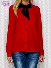 Czerwona koszula ze wstążką