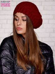 Czerwona wełniana czapka z pomponem