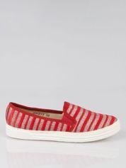 Czerwone buty sliponki w paski