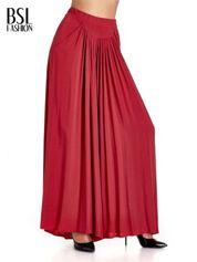 Czerwone zwiewne spodnie typu culottes