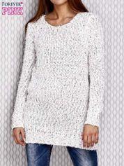 Długi sweter z cekinami i kolorową nicią biały