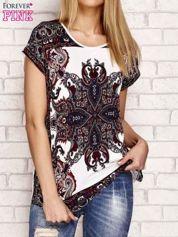 Ecru t-shirt w ornamentowe wzory