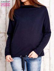 Granatowa bluzka oversize z troczkami