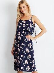 Granatowa sukienka z motywem kwiatowym