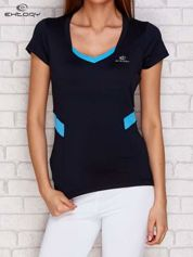 Granatowy t-shirt z kontrastowymi wstawkami