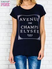 Granatowy t-shirt z napisem AVENUE THE CHAMPS ÉLYSÉE