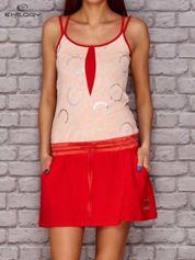 Jasnoróżowa sukienka z niskim stanem i kieszeniami