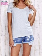 Jasnoszary melanżowy t-shirt z kieszonką