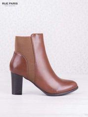 Karmelowe botki faux leather Cara na słupku z gumkowaną wstawką