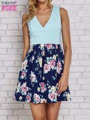 Miętowa sukienka skater z kwiatowym dołem