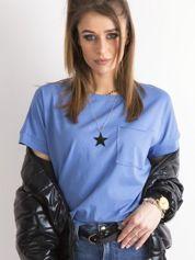 Niebieska bluzka oversize z kieszonką