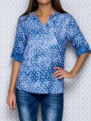 Niebieska koszula dekatyzowana z napisem LOVE