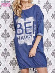 Niebieska sukienka z napisem BE HAPPY
