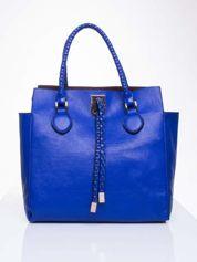 Niebieska torba z ozdobnymi skórzanymi troczkami