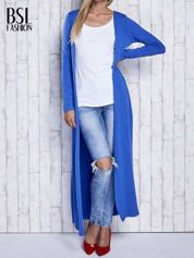 Niebieski gładki sweter z otwartym dekoltem