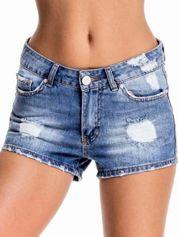 Niebieskie jeansowe szorty z wytarciami