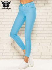 Niebieskie spodnie rurki skinny z kieszeniami