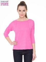 Różowa gładka bluzka z ozdobnymi przeszyciami