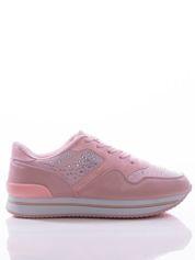 Różowe buty sportowe z ozdobnymi błyszczącymi dżetami, na podwyższonej podeszwie