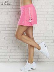 Różowe spodenki spódniczka tenisowa z troczkami na bokach