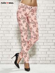 Różowe spodnie rurki w kwiaty Funk n Soul