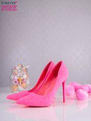 Różowe zamszowe szpilki w szpic