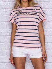 Różowy t-shirt w paski z napisem TAKE A CHANCE ON ME