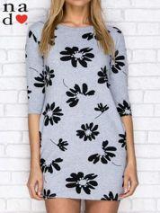 Sukienka dresowa w duże kwiaty z kieszeniami szara