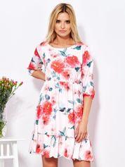 Sukienka jasnoróżowa w malarskie kwiatowe desenie