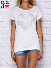 T-shirt damski z serduszkami biały