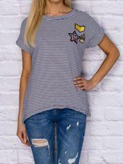 T-shirt w paski z naszywkami granatowy